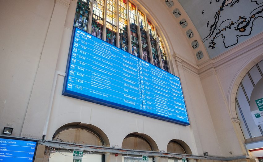 The new display offers 21 square meters, entirely dedicated to customer information inside Luxembourg main station